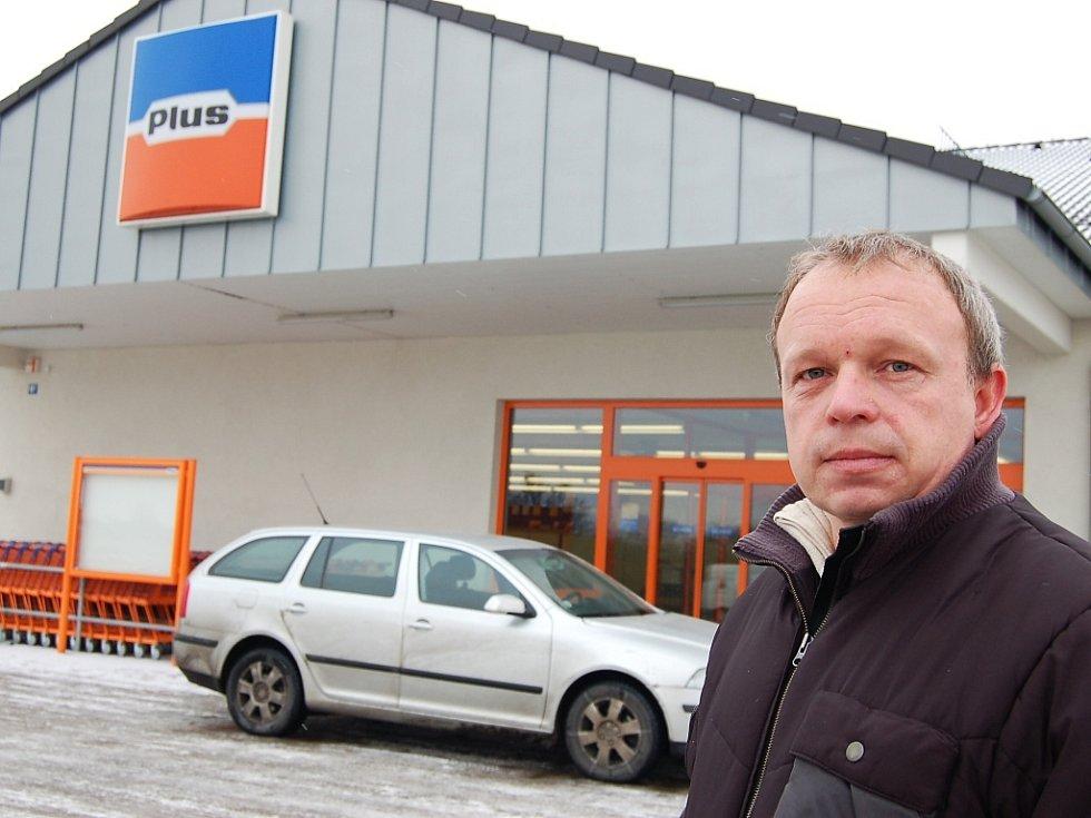 Petr Švihlík se v úterý 6. ledna do obchodu už nedostal, Plus v Podbořanech skončil.