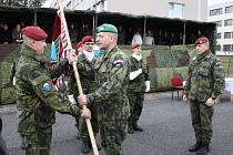 Z funkce velitele odchází Miroslav Hlaváč (vpravo), vystřídá ho Roman Náhončík (vlevo)