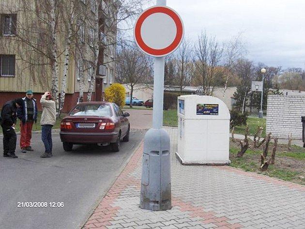 Řidič nerespektoval dopravní značku.