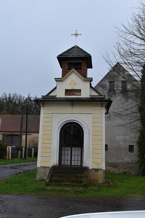 Opravená kaplička v Sádku.