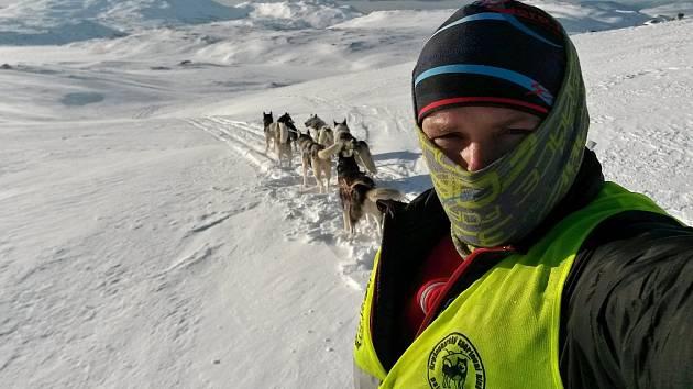 Snímek z extrémního závodu Finnmarkslopet, jak ho viděl Roman Habásko