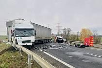 12. listopad 2019. Tragická nehoda na silnici I/7 u sjezdu na Březno u Loun.