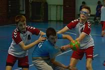 Mladší žáci Loun (v bílém) opět vítězili.