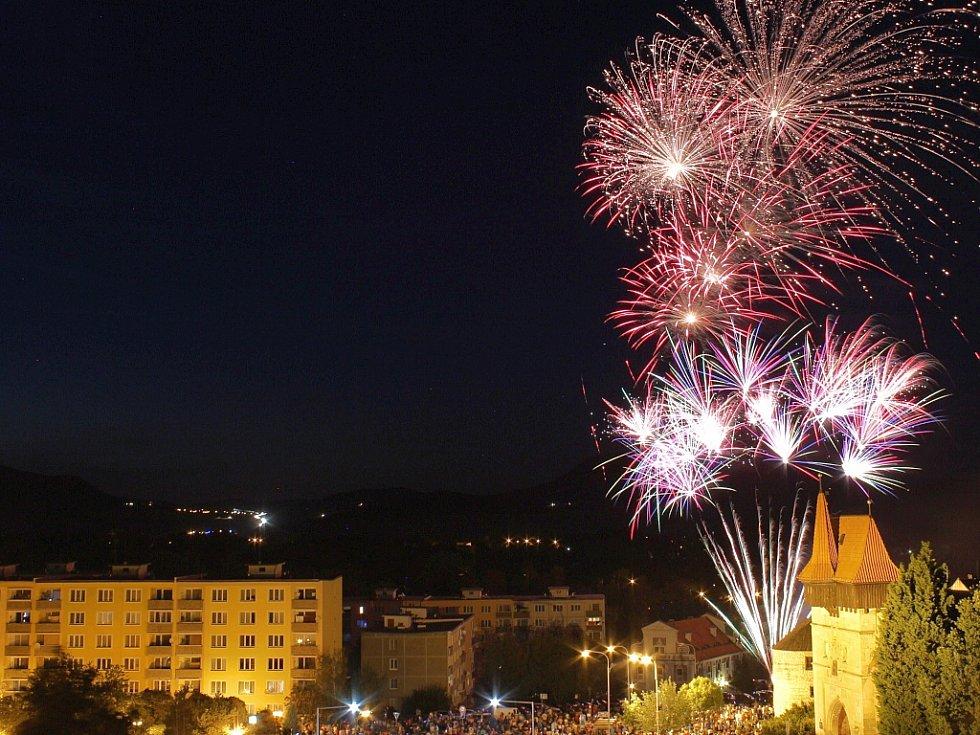 Letní lounské vábení 2016. Vydařený sobotní ohňostroj.