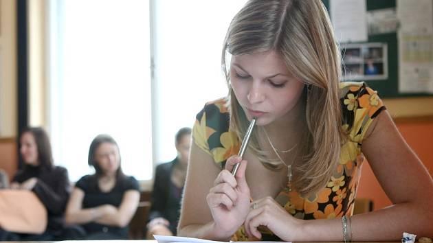 Jednou z maturantek na žateckém gymnáziu byla také Lucie Hantáková