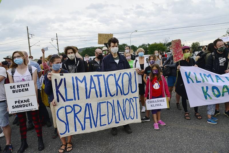 Aktivisté demonstrovali před Počerady.