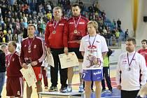 Žatecký nohejbalista Ondřej Vít (druhý zprava) vybojoval stříbrnou medaili v kategorii jednotlivců.