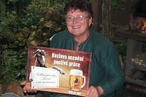 Marie Seidlová s kozlí plaketou pro vítězku.