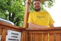 Pavel Brož ze sdružení Dobroděj u nové pergoly
