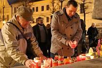 Setkání při příležitosti 17. listopadu na Mírovém náměstí v Lounech.