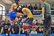 Žatecký Pavel Hausner (vlevo) svůj zápas s Hien Hubem vyhrál.