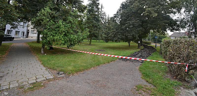 V Lounech začala revitalizace parku U Trati.