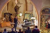 Občanské sdružení za záchranu kostela sv. Jiljí připravilo v prostorách této obnovované památky v Libyni na Podbořansku Noc světel. Při ní vystoupil světoznámý klarinetista, rodák z nedalekého Lubence, Milan Řeřicha, za klavírního doprovodu své manželky F