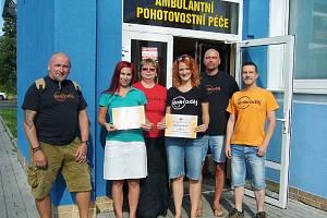 Členové lounského spolku Dobroděj v minulých dnech předali symbolické šeky