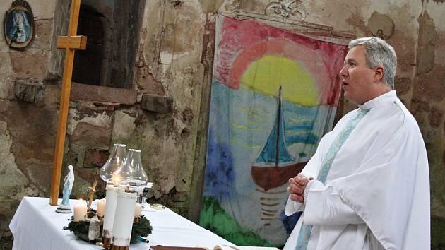 Mše v kostele Neposkvrněného početí Panny Marie v Siřemi, archivní foto
