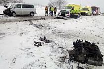 Při dopravní nehodě u Libčevsi se zranilo šest lidí.
