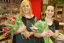 Floristky Lenka Andrásová (vlevo) a Eva Paterová z lounského květinářství
