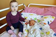 Marek Bem se narodil 22. února 2019 v 8.58 hodin rodičům Janě a Pavlu Bemovým ze Žatce. Vážil 3260 g a měřil 50 cm. Na snímku je s roční sestřičkou Veronikou.