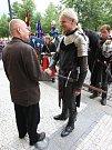 Zástupci rytířů Traken prošli v průvodu městem a setkali se i se starostou Loun Radovanem Šabatou