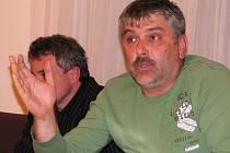 Radní Pavel Aschenbrenner na zasedání žateckých zastupitelů.