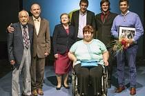 Zdeňka Mocňáková je od svých 25 let upoutána na vozík, přesto věnuje svůj volný čas pomoci seniorům a zdravotně znevýhodněným.