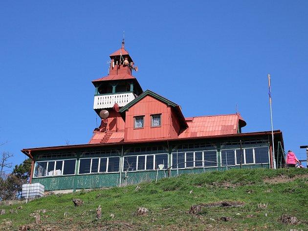 Ejemova chata na vrchu Červeňák uDobroměřic na Lounsku