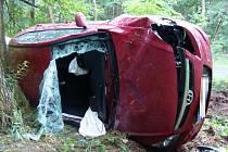 Nehoda osobního vozu u Deštnice