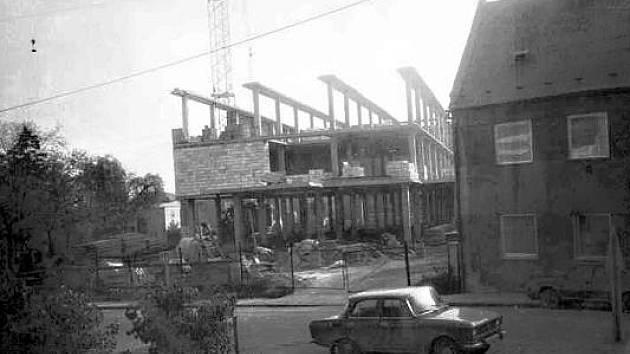 Probíhající stavba obchodního centra Lučan v Postoloprtech