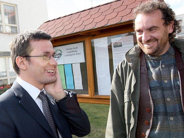 Ministr Ondřej Liška (vlevo) a poslanec Přemysl Rabas v žatecké škole