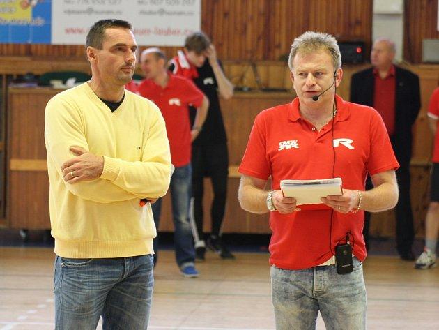 Do Loun zavítal také Roman Šebrle, oblíbený sportovec a jeden z duchovních otců OVOV. Vpravo organizátor a moderátor akce Zdeněk Pištora