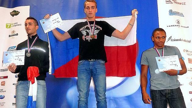 Žatecký Hany Greisiger na nejvyšším stupni na světovém šampionátu v K 1 v Praze