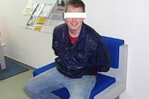 Agresivní mladík se zklidnil až na policejní služebně