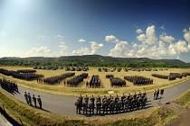 Nástup vojáků k zahájení cvičení Strong Campaigner 2014