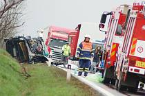 Tragická nehoda u Lubence si vyžádala tři mrtvé a dva těžce zraněné