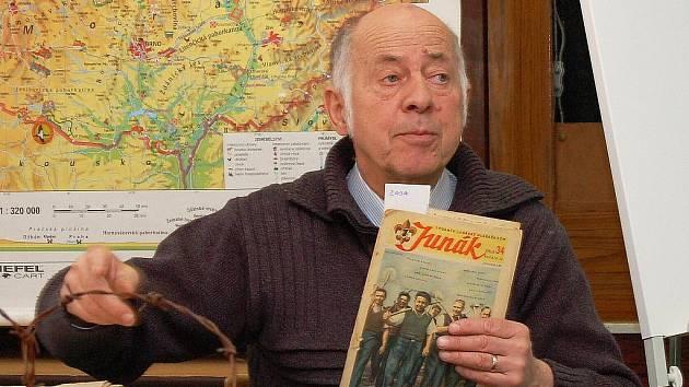 Vlastimil Řebec na archivním snímku z besedy se studenty