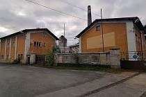 Na místě bývalé železniční vlečky do žateckého cukrovaru vysadí společnost HP Pelzer sedm stovek stromů a keřů.