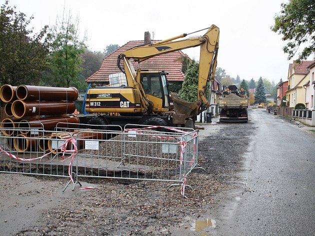 Mezi investice, které SVS loni realizovala, byla také rekonstrukce kanalizace a vodovodu v žatecké Lučanské ulici.