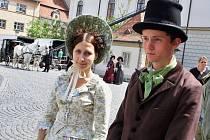 V květnu se v historickém centru Žatce natáčel seriál Já, Mattoni (na snímku). Na podzim se do města Česká televize vrátí s jiným snímkem, přijedou také tři zahraniční štáby.