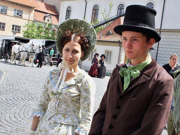 Vkvětnu se vhistorickém centru Žatce natáčel seriál Já, Mattoni (na snímku). Na podzim se do města Česká televize vrátí sjiným snímkem, přijedou také tři zahraniční štáby.