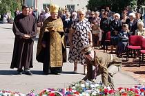 Pietní vzpomínka na vypálenou vesnici Český Malín na Ukrajině