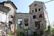 Ruiny bývalého cukrovaru v Lenešicích. Ve snímku se mají proměnit na rozbombardovaný Kolín nad Rýnem.