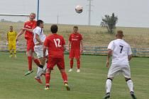 Drama až do závěrečného hvizdu a deset branek. To byl duel Blažimi a Lenešic, které vyhráli Lenešice (v červeném až po penaltách.