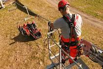 Výcvik lezeckých skupin Hasičského záchranného sboru Ústeckého kraje na lanové dráze Skiareálu na Klínovci