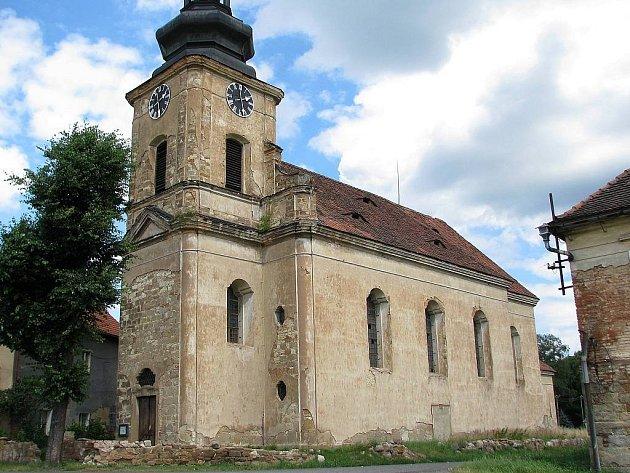 Kostel sv. Václava ve Velké Černoci na archivním snímku