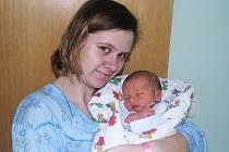 Lucii Synkové z Kryr se v Žatci 25. března narodil syn Šimon Synek. Váha 3,1 kg, míra 49 cm.