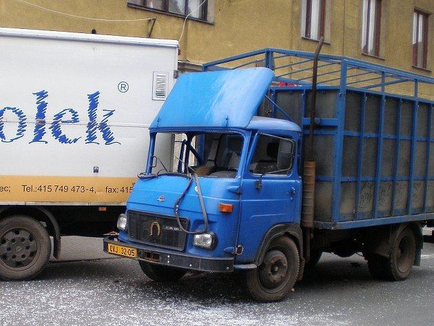 Nehoda 30. května v centru Podbořan.