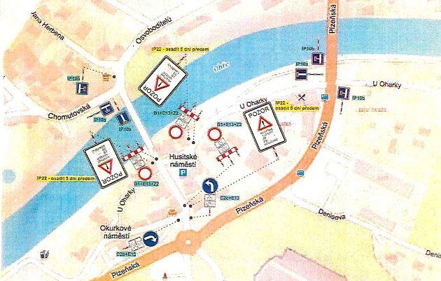 Mapka uzavírek na Husitském náměstí vŽatci.