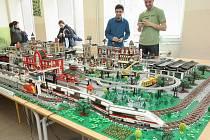Návštěvníci na výstavě výrobků ze stavebnice Lego, která proběhla letos na jaře v Brně.