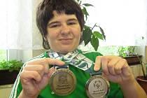 Plavkyně Radka Suchomelová z Loun přivezla z olympiády v Číně stříbrnou a bronzovou medaili.
