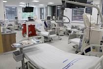 V Lounech slavnostně otevřeli nově zrekonstruované dialyzační středisko.